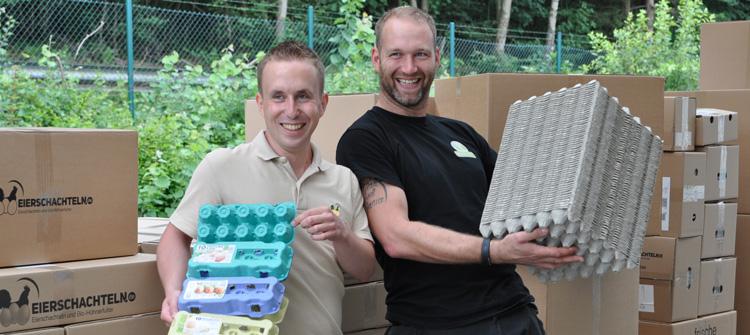 Das Bild zeigt links Meik Klose und rechts Daniel Debus von Eierschachteln.de