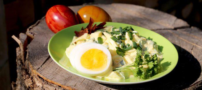 Dein Land Ei zeigt, wie man aus übriggebliebenen gekochten Eiern von Ostern leckeren Salat macht.